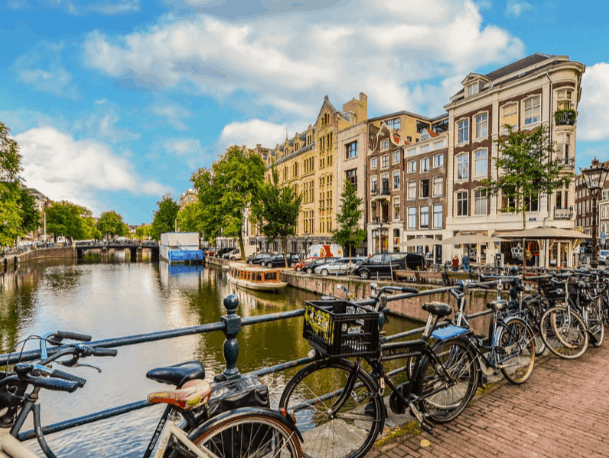 A Quick Amsterdam Accommodation Guide For Lawyers, Vacation-Seekers and Others 1