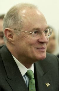 Liberals fear him. Conservatives distrust him.  But all eyes will be on Justice Anthony Kennedy as the US Supreme Court opens its 2007-08 term with some major cases that appear headed for deadlock.