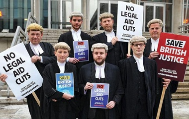 UK Bar Survey Shows Almost One-Third of Publicly Funded Barristers May Leave Profession 1