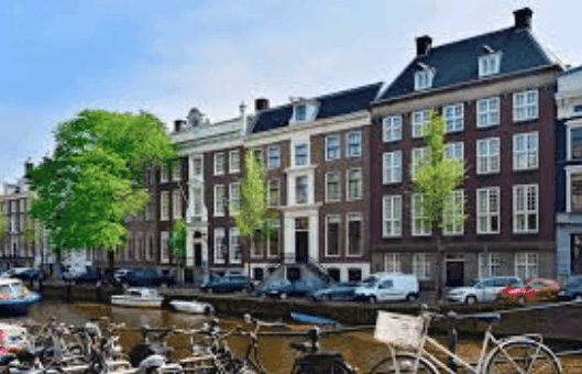 A Quick Amsterdam Accommodation Guide For Lawyers, Vacation-Seekers and Others 4