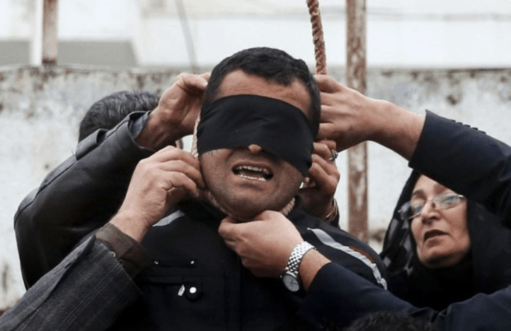 Amazing Pictures: How An Iranian Mother Saved A Murderer From Hanging 2
