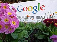 The plaintiff in a long-running trademark infringement lawsuit against Google Inc agreed on Friday to drop its case targeting the Web search advertising leader's core business, according to court filings. 2